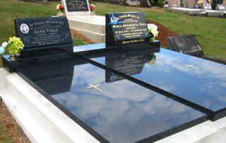 grandee-dual-headstones